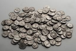 Éremtár - Ezüst éremkincslelet, 3. század, lelőhely: Budaörs-Hosszúrétek, fotó: Komjáthy Zoltán, Aquincumi Múzeum