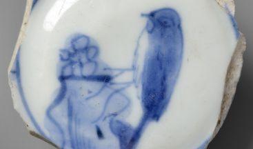 Hódoltság kori porceláncsésze madárábrázolással